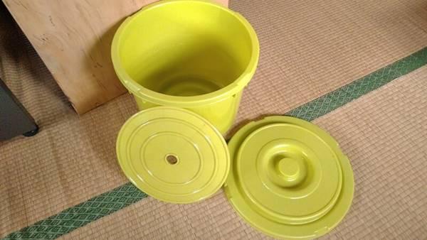 野沢菜を漬ける容器